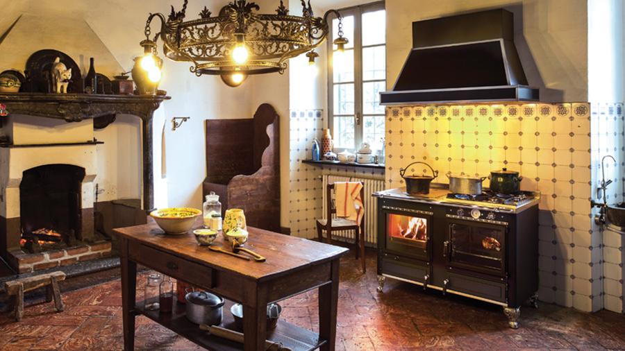 l 39 nergie du bois cuisini re bois mayenne. Black Bedroom Furniture Sets. Home Design Ideas